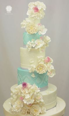 Vintage Wedding Cake in Teal and White