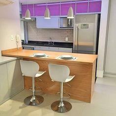 Inspiração  Como não amar cada detalhe desta cozinha. @Regranned from @meuape31 - Comprei ontem na @etnaoficial as banquetas para a mesa da cozinha!! Amei demais esse modelo são de couro ecológico e reguláveis além de lindas são super confortáveis!! Acertei na compra!! O que acharam?? #banquetas #banqueta #cozinha #mesa #Decor #decoracao #ape #apartamentopequeno #apartamento #design #designdeinteriores - #regrann - Architecture and Home Decor - Bedroom - Bathroom - Kitchen And Living Room…