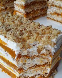 Balkabaklı Bisküvili Pasta Tarifi için Malzemeler Petibör bisküvi(450 grlık büyük paket) Bisküvileri ıslatmak için süt 2 su bardağı balkabağı tatlısı püresi Kreması için; 1 kutu süt kreması (200 ml) 1 kutu labne (200 ml) 2 poşet toz olarak krem şanti(150gr) 2 yemek kaşığı pudra şekeri 1 paket vanilya Üzeri için; Çekilmiş ceviz Balkabaklı Bisküvili Pasta Yapılışı Balkabağı tatlısından 2 su bardağı kadarını blender ile püre haline getirin. Krema için gereken malzemelerin hepsini bir kap içine… Homemade Desserts, No Bake Desserts, Pumpkin Tarts, Cake Recipes, Dessert Recipes, Turkish Sweets, Pastry Cake, Pumpkin Dessert, Cake Ingredients