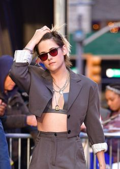 Kristen Stewart just defended her sexuality after years of getting hate online. K Stew addressed her sexuality in a recent interview. Kristen Stewart, Kirsten Stewart Style, Lesbian Outfits, Celebs, Celebrities, Look Chic, Suits For Women, Pretty People, Rosie Huntington Whiteley