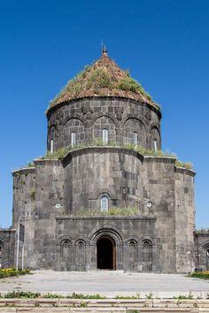 Kümbet Camii (Havariler kilisesi)/Kars/// Kümbet Camii ya da Havariler Kilisesi Kars´ta yer alan tarihi bir yapı. Doğu'nun Ayasofya'sı diye nitelendirilir.