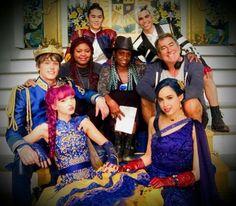 #D2 family. Descendants Mal And Ben, Descendants Wicked World, Disney Channel Descendants, Disney Descendants 3, Descendants Cast, Descendants Costumes, Disney And More, Disney Fun, China Anne Mcclain