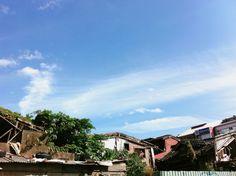 Seeing Taiwan passing by.[ #sky / #bluesky / #houses / #taipei / #taiwan / #exploringtaiwan / #taiwanstream / #hngstrm / #HENGstream / #2015 / #天空 / #藍天 / #房子 / #房舍 / #臺北 / #台北 / #臺北市 / #台北市 / #臺灣 / #台灣 / #台湾 / #探索臺灣 / #串流臺灣 / #亨極堂 ]