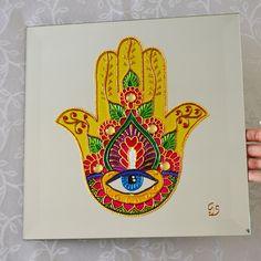 Vitral Mão Sagrada Hamsa.  Em espelho 4mm de espessura com bisotê de 2cm  Espelho com suporte atras para pendurar.  Com 30cm (altura) x 30cm (largura)