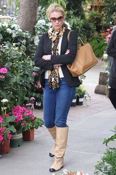 Katherine Heigl is ready for spring as she shops for flowers in her Super Skinny Ankles in Superior.
