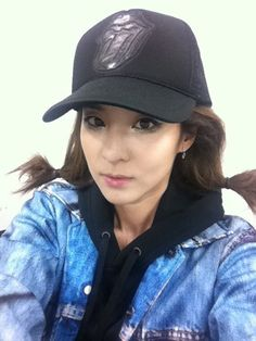 Sandara Park uploads a photo of herself from 2NE1′s upcoming PV #allkpop #2NE1 #kpop