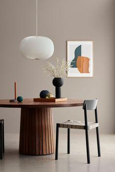 Her er de mest populære og bedstsælgende vægfarver i Danmark Long Hallway, Professional Painters, Hallway Decorating, Home Fashion, Coastal Decor, Cheap Home Decor, Paint Colors, New Homes, Dining Table