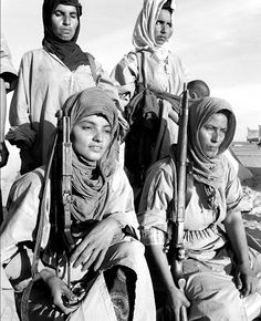 Combattantes du Front Polisario, © Gérald Bloncourt in Le Front Polisario… Western Sahara, Military Women, Women In History, Les Oeuvres, Revolution, Westerns, Africa, Princess Zelda, War