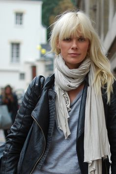 layering with l'éther, perfecto noir et foulard blanc. Look Fashion, Fashion Beauty, Womens Fashion, Street Fashion, Vetements Clothing, Outfit Trends, Street Style, Looks Chic, Carrie Bradshaw