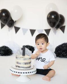 black and white Boys 1st Birthday Cake, White Birthday Cakes, Panda Birthday, First Birthday Party Decorations, Boy Birthday Parties, Simple Birthday Decorations, Baby Shower Niño, Panda Party, Party Ideas