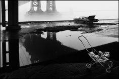 by Ferdinando Scianna Under the Brooklyn Bridge, New York 1986