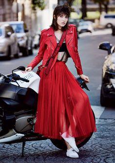 06-Vogue-US-December-2016-Dior-Maria-Grazia-Chiuri-Grace-Hartzel-by-Patrick-Demarchelier.jpg