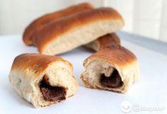 Cómo preparar los famosos bollicaos o bollos rellenos de vuestra crema de chocolate preferida, en este caso Nutella. Merienda perfecta paso a paso.
