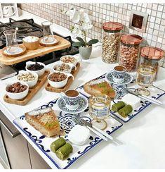 Romantic Breakfast, Turkish Breakfast, Food N, Food And Drink, Homemade Frozen Yogurt, Smoothies With Almond Milk, Food Decoration, Decorations, Food Platters