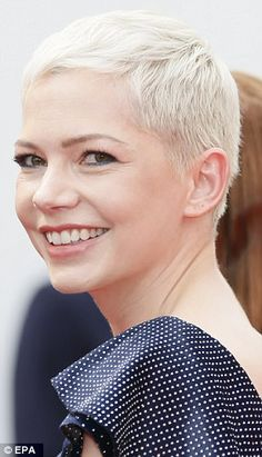 Michelle Williams attends Wonderstruck premiere in Cannes After putting on the most stylish of displays at a photocall for their new movie Wonderstruck on Thursday afternoon, they pulled out all the stops for the premiere later that evening. Super Short Pixie, Very Short Hair, Short Hair Cuts, Short Hair Styles, Short Pixie Haircuts, Short Hairstyles For Women, Cool Hairstyles, Pixie Hairstyles, Hairstyle Hacks