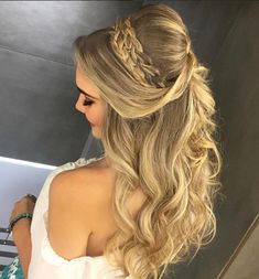 Pretty Half up half down hairstyles – partial updo wedding hairstyle Half up half down wedding hairstyles,partial updo bridal hairstyles - a great options for the modern bride from flowy bohemian to clean contemporary Prom Hair Medium, Medium Hair Styles, Curly Hair Styles, Down Hairstyles, Braided Hairstyles, Wedding Hairstyles, Hairstyles 2018, Wedding Hair Down, Wedding Hair And Makeup