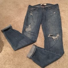 hollister super skiny ripped low rise jeans sexy summer ripped knee low rise jeans, slightly worn, size 27 long Hollister Jeans Skinny