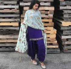 Indian Suits Punjabi, Punjabi Suit Simple, Punjabi Wedding Suit, Simple Indian Suits, Indian Attire, Indian Wear, Indian Outfits, Punjabi Girls, Patiala Dress