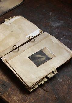a new UNIQUE book * here: http://www.nodetenerse.com/index.php?/cuadernos/2016-muestrario-de-cometas/