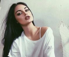 Shared by 𝑀𝒶𝓂𝒾 𝒬𝓊𝑒𝑒𝓃. Find images and videos about girl, hair and beauty on We Heart It - the app to get lost in what you love. Beauty Makeup, Hair Makeup, Hair Beauty, Gina Lorena, Native American Girls, Beauty Full Girl, Foto Pose, Hot Brunette, Ulzzang Girl