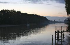 Amanecer sobre el río Guadalquivir, desde Puerto Deportivo Gelves