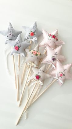 A few weeks ago my friends were celebrating their little girl's birthday. She asked me to make fairy wands with embroidered names so she could put something special into a party bags. We all know how kids love party bags! Felt Crafts, Fabric Crafts, Diy And Crafts, Crafts For Kids, Fairy Birthday Party, Birthday Celebration, Birthday Parties, 5th Birthday, Princess Wands