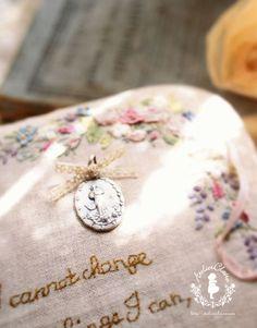 Hさんのピンクリボンの花々のボックス。人気でいつもどなたかが取り組まれている花々のボックス。リボンや生地合わせでどれにしようか悩まれる方が多いので参考にし...