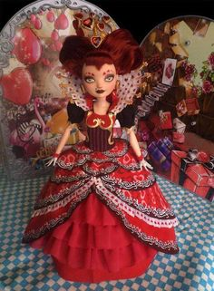Omg look what Javier T. created, a doll of the Queen of Hearts!!!