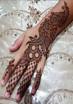 Easy mehndi design for girls hand - mehandi designs - Hand Henna Designs Finger Henna Designs, Arabic Henna Designs, Indian Mehndi Designs, Mehndi Designs For Girls, Modern Mehndi Designs, Mehndi Design Pictures, Mehndi Designs For Fingers, Latest Mehndi Designs, Bridal Mehndi Designs