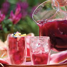 Blueberry-Lemon Iced Tea Recipe Beverages with frozen blueberries, fresh lemon juice, water, tea bags, sugar Refreshing Drinks, Fun Drinks, Yummy Drinks, Healthy Drinks, Beverages, Eat Healthy, Lemon Iced Tea Recipe, Iced Tea Recipes, Blueberry Juice