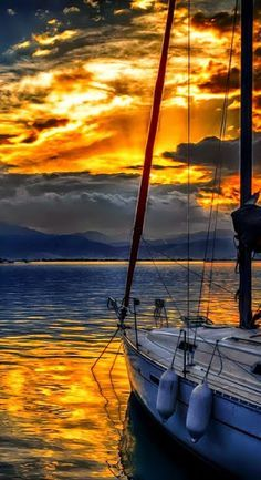 We had a gorgeous sunset on Sunday... Glad we chose sailing instead of Chelan; the weather was better here. :) Next week we'll do the adventure there with your family in Eastern WA.