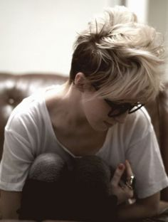 cool Hottest Short und unkompliziert Kurze Frisuren #ChicKurzeHaarschnittfürDamen #Frisuren #Hottest #Kurze #leichtundmühelosKurzeFrisurenPixie #NetteKurzhaarschnittmitSideBangs #SchnellshagHaarschnitt #Short #StilvollKurzhaarschnittmitlangenPony #unkompliziert