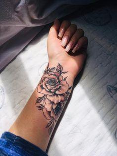 Half Sleeve Tattoos Forearm, Hand Tattoos For Girls, Dope Tattoos For Women, Flower Wrist Tattoos, Small Forearm Tattoos, Dainty Tattoos, Tattoos For Daughters, Mom Tattoos, Small Tattoos