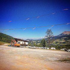 Vanmorgen met de mountainbike via VTT route 12 naar Grand Puy gefietst. Blijkt een verlaten skiresort te zijn.