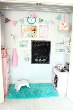 "Extra closet turned into girl's play kitchen! If only I had an ""extra closet"". love this instead of a play room Girls Play Kitchen, Play Kitchens, Playhouse Interior, Playhouse Decor, Girls Playhouse, Closet Playhouse, Inside Playhouse, Wendy House, Toy Rooms"