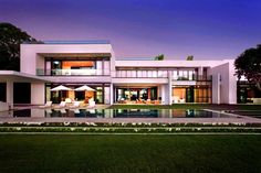 Stunning Waterfront Modern Masterpiece by Ralph Choeff in  Miami Beach (14)