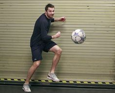 Blue Jackets forward Rick Nash warming up with some footy before a game.