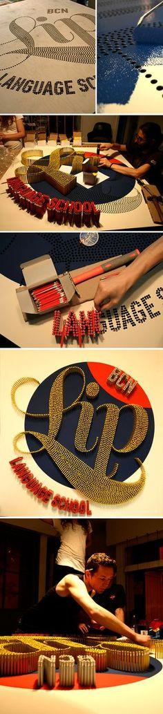 Buchstaben aus Bleistiften. Sehr schön!