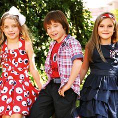 Em 1+1 você encontra roupas que somam conforto e elegância. Vista seus filhos com uma marca que promove o encontro do casual com o sofisticado. Para as meninas lindas estampas fofinhas e para os meninos camisas e conjuntos requintados. www.Dinda.com.br