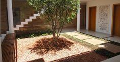 Ter um jardim dentro de casa amplia contato com a natureza - Casa e Decoração - UOL Mulher Casa Patio, Animal Print Rug, Exterior, Indoor, Landscape, Plants, House, Itu, Home Decor