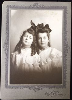 ADORABLE YOUNG TWIN SISTERS MATCHING MILWAUKEE WISCONSIN CABINET CARD PHOTO 2258A This is a cabinet card of adorable young twin sister with matching clothing and curled hair from Milwaukee, Wisconsin. The card measures about 5.25 x 7.25 inches. Feel free to message me with any questions. | eBay!