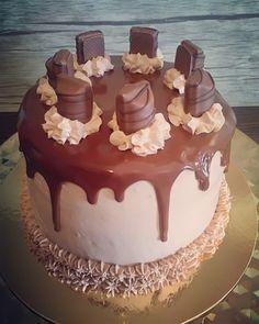 Layer Cake Ferrero Rocher - Les Gourmandises d'Is Chocolat Ferrero Rocher, Two Layer Cakes, Beignets, Cake Designs, Parfait, Nutella, Wedding Cakes, Layers, Birthday Cake