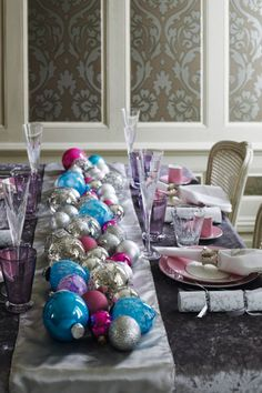 Christmas Table Centerpieces - Christmas Decorating Ideas (EasyLiving.co.uk)