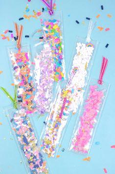 DIY Confetti Shaker Bookmarks by The Confetti Bar . - DIY Confetti Shaker Bookmark from The Confetti Bar - Bookmarks Diy Kids, Creative Bookmarks, Homemade Bookmarks, Bookmark Craft, Crochet Bookmarks, Confetti Bars, Diy Confetti, Diy Crafts For Kids, Fun Crafts