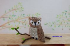 The embroidered owl brooch pin