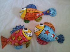 Peixes em meia cabaça e papel machê. By Raul Oliveira