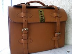 Awesome Vintage leather bag