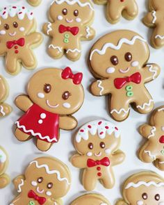 Sugar Cookie Designs For Serious Holiday Baking Inspiration Gingerbread Man Cookies, Christmas Sugar Cookies, Christmas Sweets, Christmas Cooking, Holiday Cookies, Holiday Desserts, Holiday Baking, Summer Cookies, Valentine Cookies