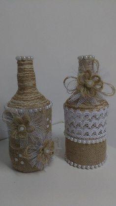 Duo de garrafas decoradas com barbante, juta e renda.    Pode ser feita sob encomenda personalizando da maneira que quiser.                                                                                                                                                                                 Mais