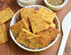 These easy, grain-free herb garlic crackers bake to perfection in just 30 minutes. Free of gluten and nuts, they're way better than Wheat Thins! Healthy Baking, Healthy Snacks, Eat Healthy, Chip Seasoning, Homemade Coconut Yogurt, Sour Fruit, Movie Night Snacks, Wheat Thins, Veggie Chips